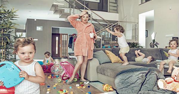 mamá e hijos en el caos